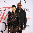 Kim Kardashian (enceinte) et son mari Kanye West à la soirée des CFDA Fashion Awards 2015 au Lincoln Center à New York, le 1er juin 2015.
