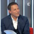 """Julien Clerc et Carla Bruni évoquent leur amitié dans """"Le Divan de Marc-Olivier Fogiel"""", sur France 3. Le 17 janvier 2016."""