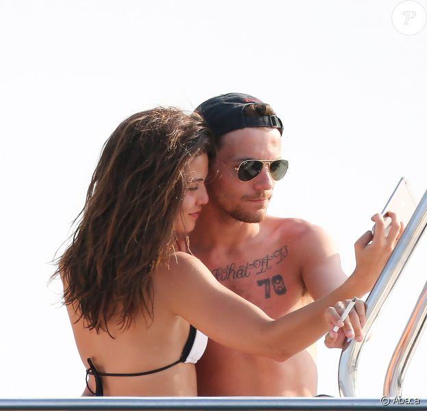 Louis Tomlinson et Danielle Campbell en vacances à Cabo San Lucas, le 14 mai 2016