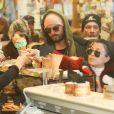 Exclusif - Kourtney Kardashian avec son compagnon Scott Disick et leurs enfants Mason, Penelope et Reign font du shopping à Aspen le 30 décembre 2016