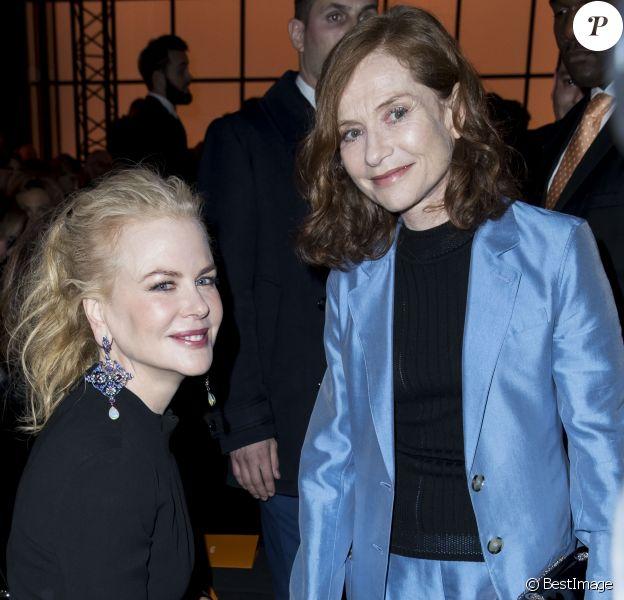 """Nicole Kidman et Isabelle Huppert - People au défilé de mode Haute-Couture printemps-été 2017 """"Giorgio Armani Privé"""" au Palais de Chaillot à Paris le 24 janvier 2017."""