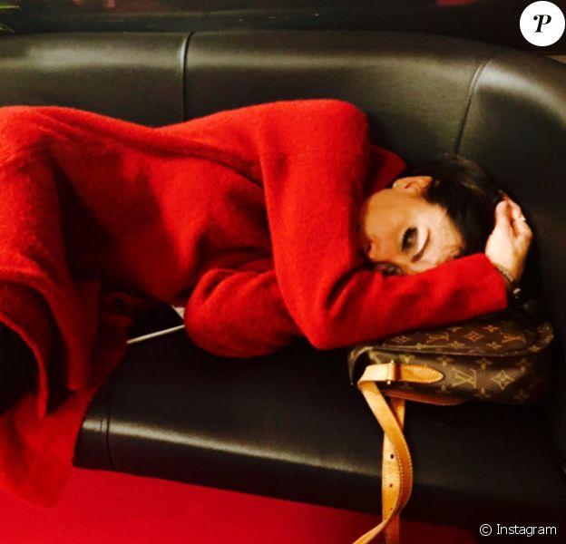 Jenifer photographiée par Michael Yoün en train de faire la sieste. Janvier 2017.