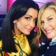 """Jenifer dans les coulisses du show des Enfoirés, avec Michèle Laroque, """"2017 : Mission Enfoirés"""". Janvier 2017."""