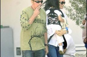 PHOTOS EXCLUSIVES : Johnny Hallyday de retour à Hong-Kong avec sa petite famille...