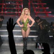 Britney Spears trahie par son body : Elle finit les seins à l'air sur scène !