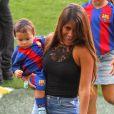 Antonella Rocuzzo, la femme de Lionel Messi avec leurs enfants Matéo et Thiago - Le FC Barcelone de Lionel Messi remporte le premier match de l'année en Ligua, 6 à 2 contre le Betis Seville au Camp Nou à Barcelone le 20 Août 2016.