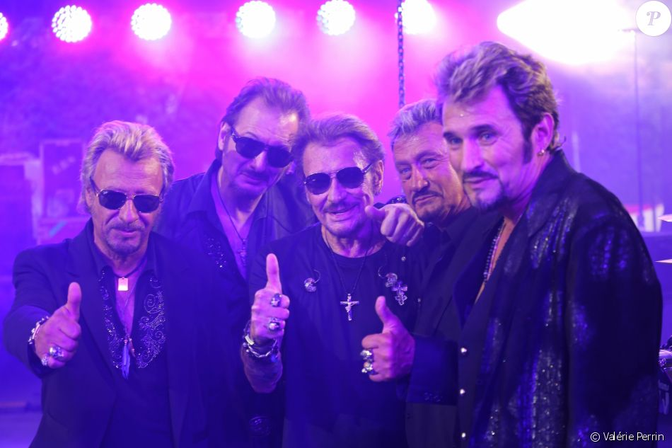 exclu johnny hallyday prend la pose avec ses sosies pour chacun sa vie. Black Bedroom Furniture Sets. Home Design Ideas