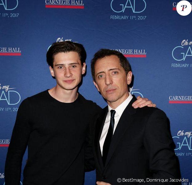 """Exclusif : Gad Elmaleh avec son fils Noé lors du photocall du spectacle de Gad Elmaleh """"Oh My Gad"""" au """"Carnegie Hall"""" à New York, le 11 février 2017."""