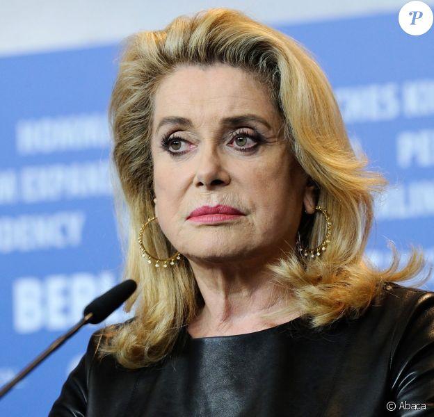 Catherine Deneuve lors de la conférence de presse de Sage Femme à la 67e Berlinale, le 14 février 2017.