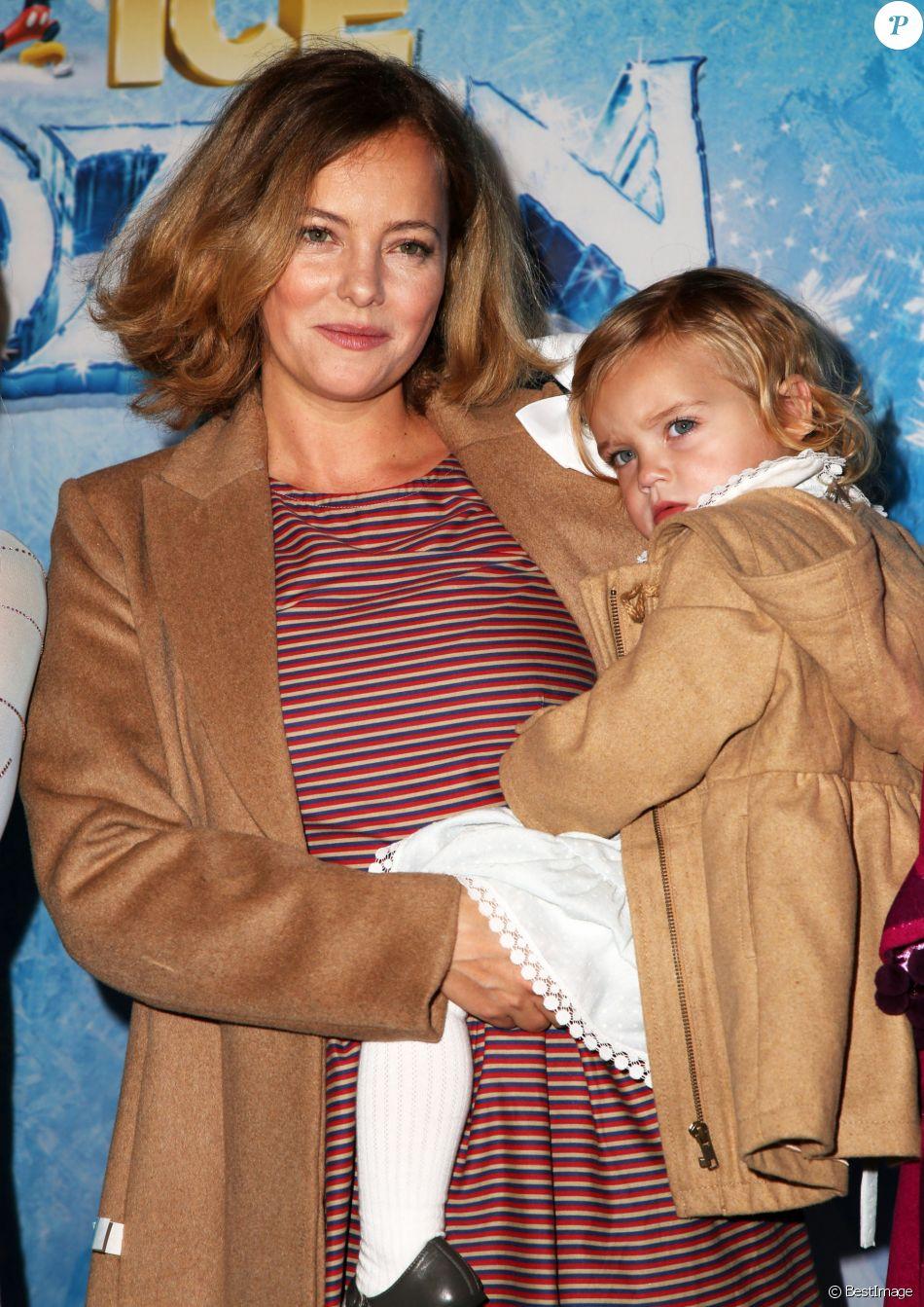 Bijou Phillips avec sa fille Fianna Masterson lors de première de Frozen de Disney On Ice à Los Angeles, le 10 décembre 2015.