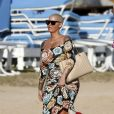 Exclusif - Amber Rose profite de la plage à Honolulu, à l'occasion de son séjour sur l'île pour l'ouverture du club Encore. Le 28 janvier 2017