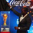 Dwight Yorke, ambassadeur de la FIFA, lors de la présentation du trophée de la Coupe du Monde 2014 le 6 janvier 2014 à Jakarta en Indonésie.