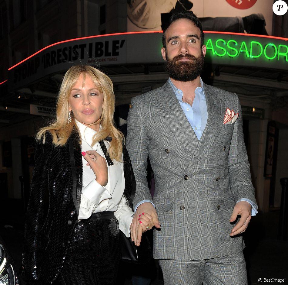 """Kylie Minogue et son compagnon Joshua Sasse arrivent au restaurant """"The Ivy"""" à Londres, le 7 décembre 2016."""