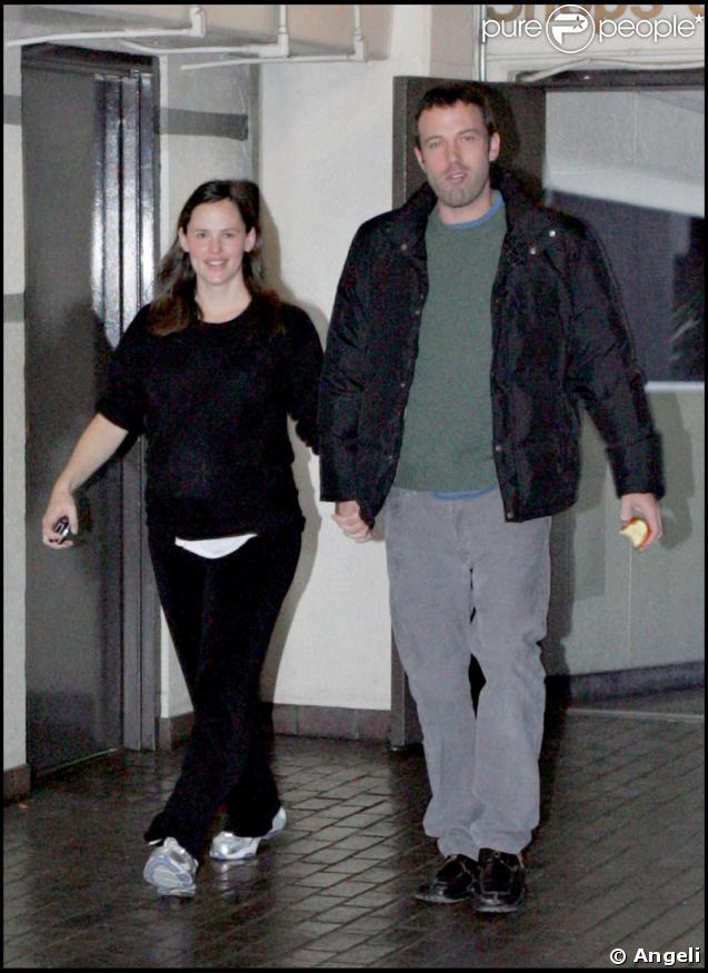 Jennifer Garner et son époux Ben Affleck sont retournés à la clinique ce dimanche 4 janvier. Bientôt le bébé ?