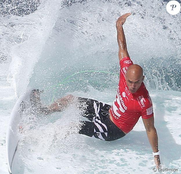 Kelly Slater lors du championnat du monde de surf à Hawaii, le 16 décembre 2015.