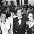 Charles Gérard et Jean-Paul Belmondo avec Laura Antonelli au Festival de Cannes 1974