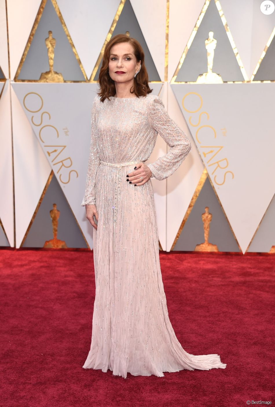 isabelle huppert en robe haute couture giorgio armani priv 89e c r monie des oscars. Black Bedroom Furniture Sets. Home Design Ideas