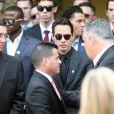 Le chanteur Marc Anthony et le président des Miami Marlins David Samson lors des funérailles de José Fernandez le 29 septembre 2016.