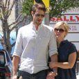 Jennie Garth et son mari David Abrams se rendent dans la boutique Marshall avant d'aller déjeuner à Los Angeles, le 22 avril 2016.