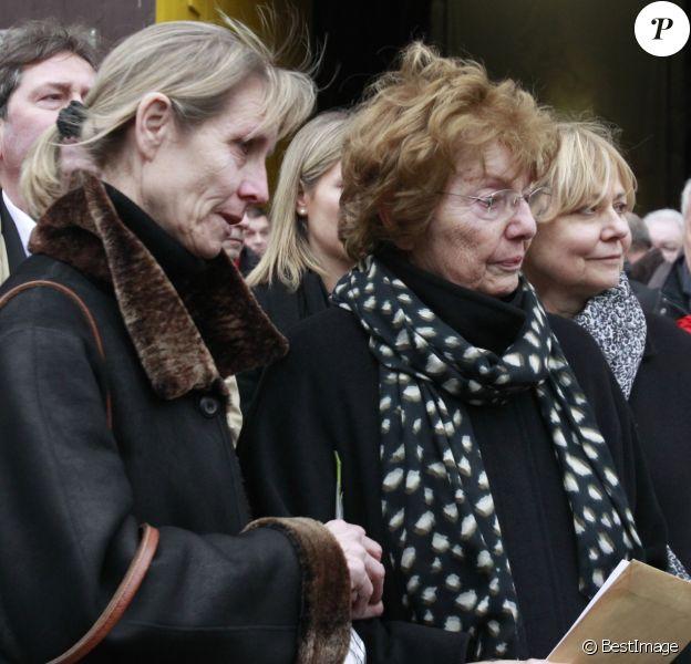 Christiane Kopa, sa femme, leur fille Sophie - Obsèques du footballeur français Raymond Kopa en la cathédrale Saint-Maurice à Angers. Le 8 mars 2017.