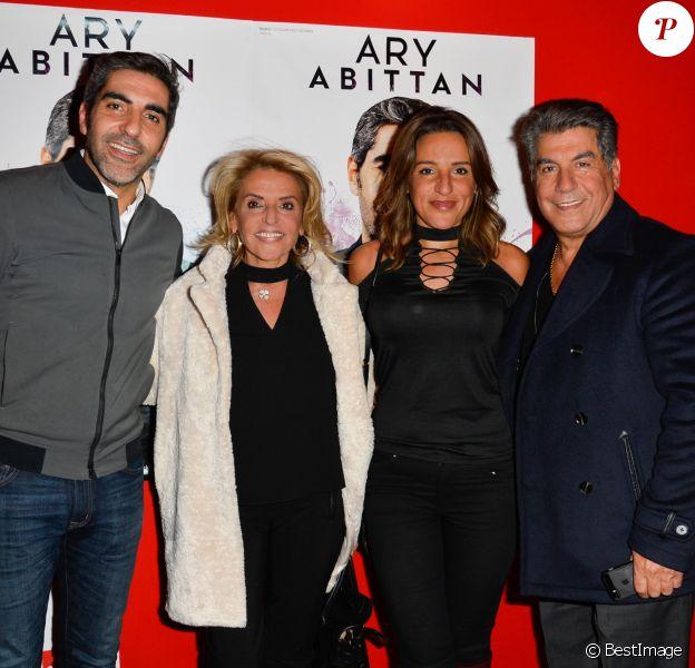 """Exlcusif - Ary Abittan avec sa mère Marlène, son père Albert et sa soeur Rina - Générale du nouveau spectacle de Ary Abittan, """"My story"""" à la Cigale à Paris le 4 mars 2017. © Coadic Guirec/Bestimage"""