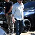 "Johnny Hallyday, en compagnie de Maxim Nucci (Yodelice), arrive au restaurant ""Soho House"" à Malibu, le 09 mars 2017."