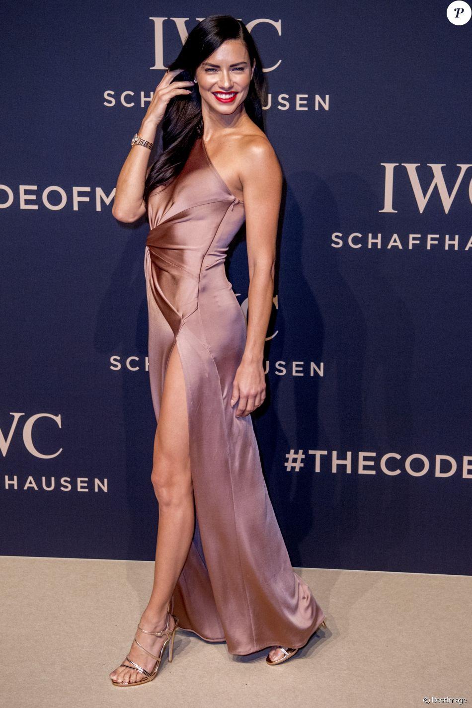 Adriana Lima au lancement de la collection Da Vinci du fabricant de montres de luxe suisse IWC Schaffhausen au salon international de la haute horlogerie (SIHH) à Genève, Suisse, le 17 janvier 2017.