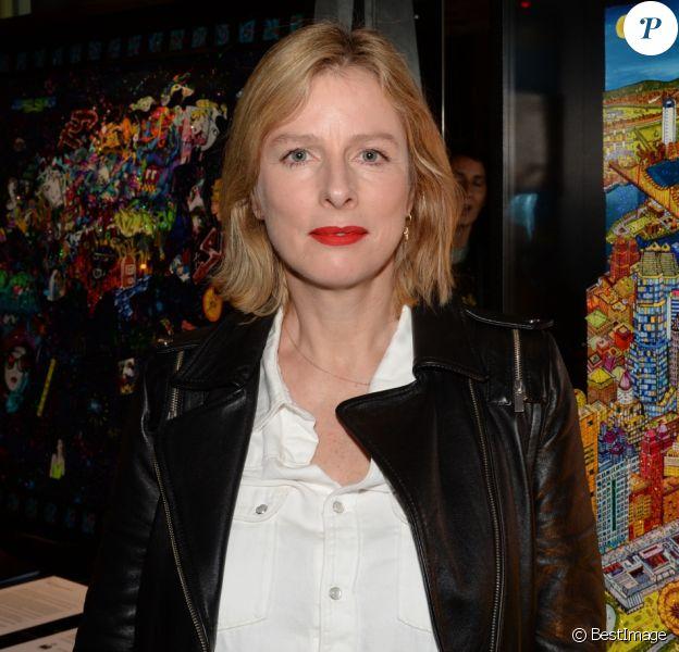 Exclusif - Karin Viard - Vernissage de l'artiste Johann Perathoner à l'hôtel Renaissance à Paris le 17 mars 2017. © Rachid Bellak/Bestimage