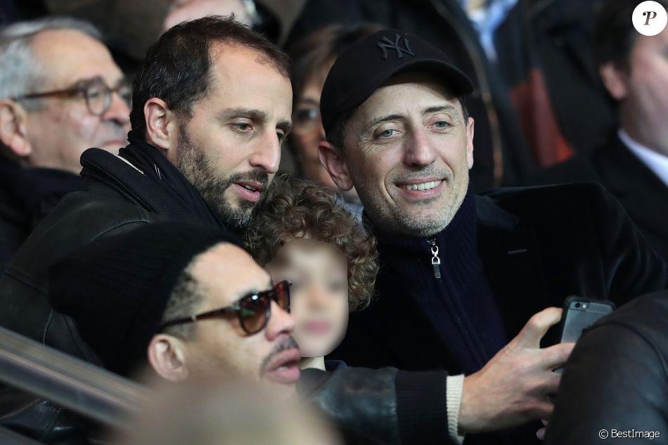 Arié Elmaleh et son fils Isaac, Gad Elmaleh - People assiste au match de Ligue 1 entre le Psg et Lyon à Paris le 19 mars 2017. Le Psg à remporté le match sur le score de 2-1. © Cyril Moreau/Bestimage