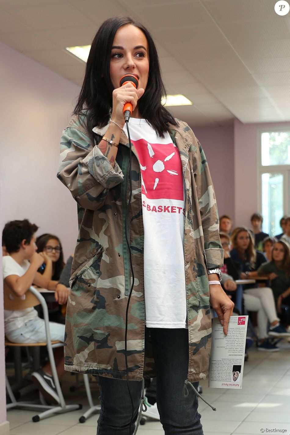 Alizee Toute Nue exclusif - la chanteuse alizée a donné de la voix pour se