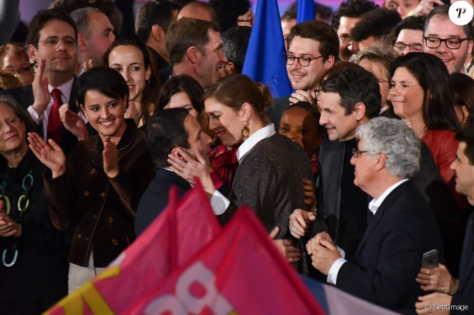 Najat Vallaud-Belkacem, Benoît Hamon, sa compagne Gabrielle Guallar, Christiane Taubira et Thierry Mandon - Meeting de Benoît Hamon à l'AccorHotels Arena à Paris, France, le 19 mars 2017. © Lionel Urman/Bestimage