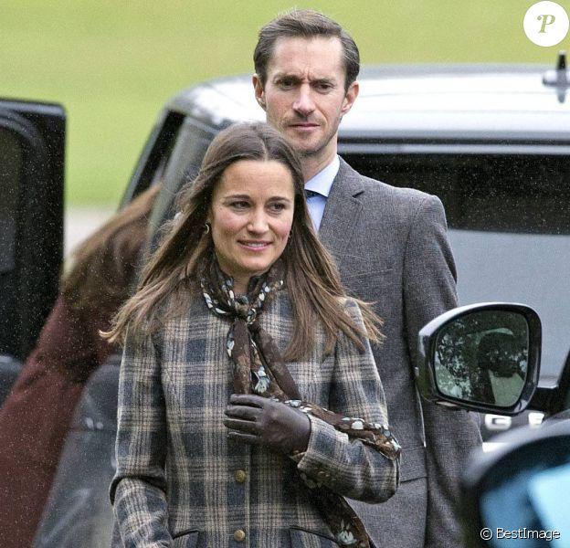 Pippa Middleton et son fiancé James Matthews lors de la messe de Noël, le 25 décembre 2016, à Englefield dans le Berkshire, où sera célébré leur mariage le 20 mai 2017.