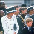 La princesse Diana et le prince Charles avec les princes Harry et William lors des commémorations du 50e anniversaire de la victoire des Alliés en août 1995 à Londres.
