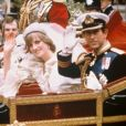 La princesse Diana et le prince Charles lors de leur mariage à Londres le 29 juillet 1981.