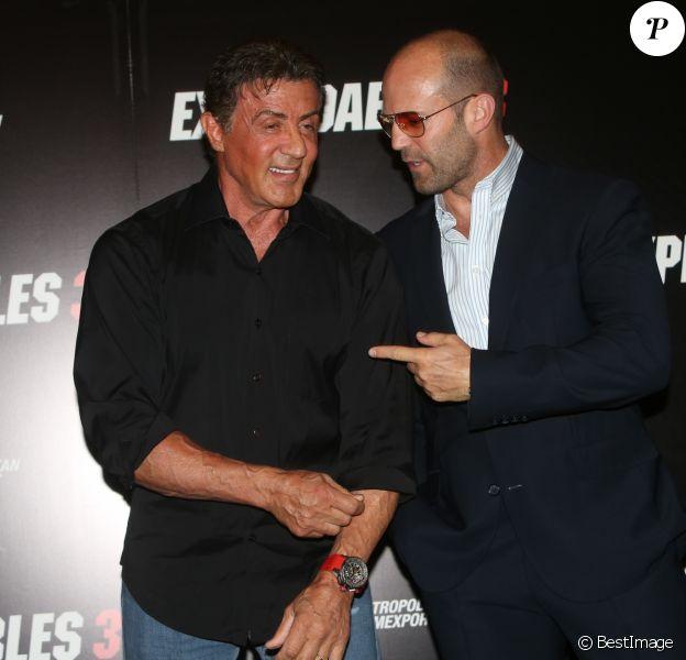 """Sylvester Stallone, Jason Statham - L'équipe du film """"Expendables 3"""" lors d'un photocall à l'hôtel George V à Paris , le 7 août 2014."""