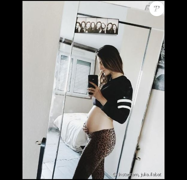 Julia Flabat dévoile son ventre arrondi sur Instagram, 2017