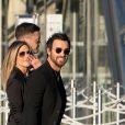 Jennifer Aniston et son mari Justin Theroux arrivant au Grand Dîner Privé Louis Vuitton à la Pyramide du Louvre à Paris, le 11 avril 2017.