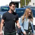 Taylor Lautner est allé déjeuner chez Fred Segal avec sa compagne Billie Lourd à West Hollywood, le 23 mars 2017