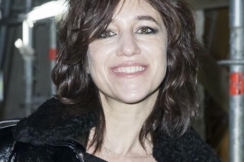 """Charlotte Gainsbourg et la chirurgie : Son père l'a convaincue de dire """"non"""""""