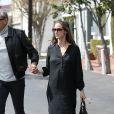 Jeff Goldblum se balade avec sa femme Emilie Livingston enceinte à Los Angeles, Californie, Etats-Unis, le 20 mars 2017.