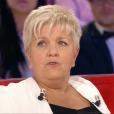 """Mimie Mathy sur le plateau de """"Vivement dimanche prochain"""", sur France 2, le 16 avril 2017."""