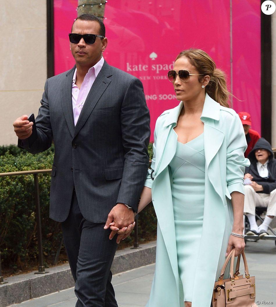 Alex Rodriguez et Jennifer Lopez à la sortie d'un restaurant à New York le 24 avril 2017.