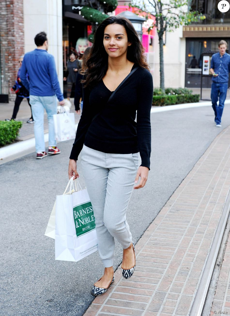 Jessica Lucas en séance shopping au centre commercial the ...