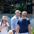 Exclusif - Eric Dane est allé déjeuner en famille avec ses enfants Georgia et Billie Beatrice, sa femme Rebecca Gayheart, Mini Driver et son compagnon à Malibu le 14 aout 2016.