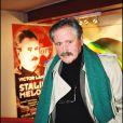 """Victor Lanoux au théâtre Sylvia Monfort pour la générale de la pièce """"Staline mélodie"""" en 2000."""