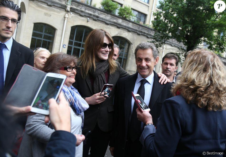Nicolas Sarkozy et sa femme Carla Bruni-Sarkozy ont voté pour le second tour de l'élection présidentielle au lycée La Fontaine à Paris le 7 mai 2017.