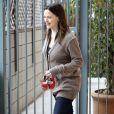 Jennifer Garner est heureuse, sa fille Violet marche pour aller à l'école