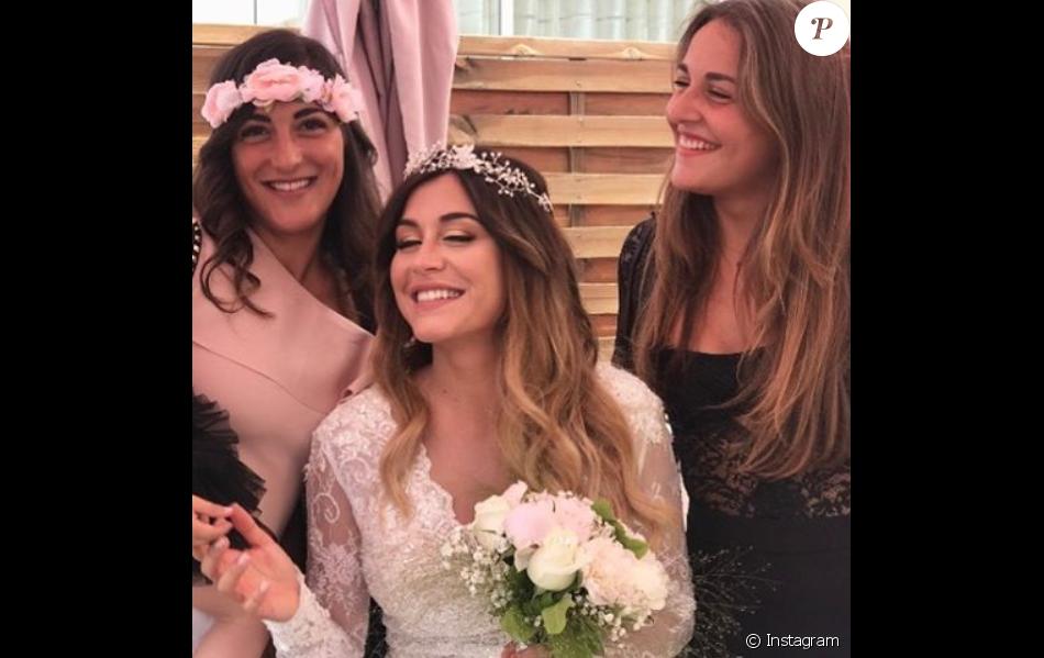 Anaïs Camizuli accompagnée de sa soeur Manon, le 13 mai 2017, jour de son mariage  avec Sultan.
