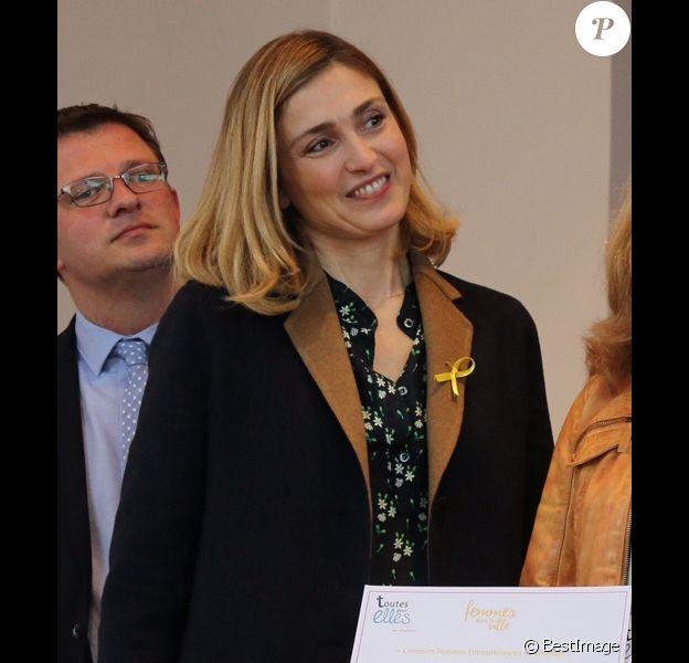 """Exclusif - Julie Gayet marraine du 1er forum """"Femmes entrepreneurs du Cotentin"""" à Cherbourg, France, le 7 mars 2017. © Celia Caradec/La Manche Libre/Bestimage"""