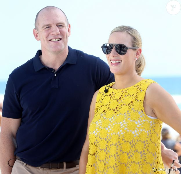 """Zara Phillips et son mari Mike Tindall assistant à la course """"Magic Millions"""" en présence de leur fille Mia sur la plage de Gold Coast dans le Queensland en Australie le 10 janvier 2017. Deux semaines plus tôt, on apprenait la fausse couche de la fille de la princesse Anne, qui attendait un deuxième enfant."""